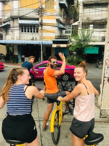 fietsen paul zwaait